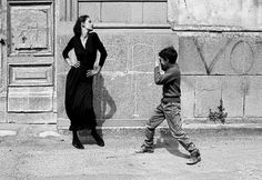 From glamorous models to burned out cars, photographer Ferdinando Scianna has spent half a century capturing the extremes of the world around him French Beach, Documentary Photographers, Sick Kids, Children Images, Varanasi, Ways Of Seeing, Magnum Photos, White Photography, Minimalist Photography