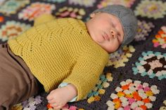 Must knit a little sweater like this!
