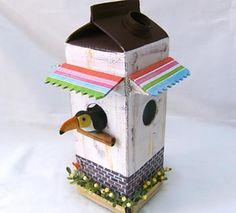 Casa de pássaro com embalagem tetrapak.
