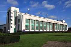 Poirot Locations - The Dream The lovely Art Deco Hoover Building in Perivale, Middlesex. Hoover Building, Building Art, Road Trip Uk, Streamline Moderne, Art Deco Movement, Art Deco Buildings, House Drawing, Art Deco Design, Art Deco