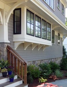 EXTERIOR COLOR PALETTE: I love this color combination - black windows with white or off-white trim and grey shingles. I'd love to use this for the exterior color palette. Bay Window Exterior, Exterior Trim, Exterior Design, Black Windows Exterior, Black Trim Exterior House, House Trim, Exterior Paint Colors, Exterior House Colors, Shingle Siding