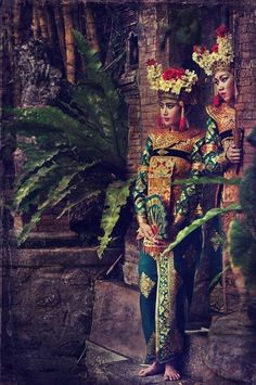 Not exactly Bellydance but thought it was appropriate:  yagazieemezi:  Waiting for the performance …Bali