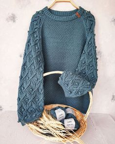 Knitting Room, Knitting Blogs, Sweater Knitting Patterns, Easy Knitting, Knitting Designs, Knit World, How To Make Clothes, Knit Fashion, Diy Clothing