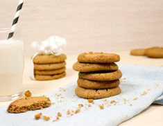 Gluteeniton suolainen kinuski-juustokakku - raisio.com Margarita, Cookies, Baking, Desserts, Recipes, Food, Crack Crackers, Tailgate Desserts, Deserts