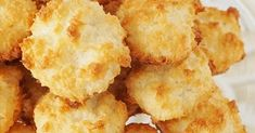 © brett martin Very tasty and so easy to make. I'm not sure why the frozen food section is full of frozen biscuits. It takes longer to . Frozen Biscuits, Buttermilk Biscuits, Polish Desserts, Snack Recipes, Snacks, Cheddar Cheese, Cornbread, Chips, Cookies