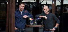 Čeští zástupci v prestižním seriálu Red Bull Air Race - Martin Šonka (vlevo) a Petr Kopfstein.