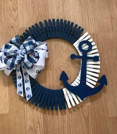 Wreath Crafts, Diy Wreath, Clothespin Crafts, Wreath Ideas, Wreaths, Diy Crafts For Home Decor, Crafts To Make, Arts And Crafts, Popsicle Stick Art