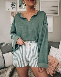 Stunning Cozy Summer Outfits Ideas To Copy Asap Spring outfits - Summer outfits - fashion outfits - casual fashion Source by Looks Street Style, Looks Style, My Style, Casual Summer Outfits, Spring Outfits, Layered Summer Outfits, Vintage Summer Outfits, Cute Summer Clothes, Casual Summer Fashion