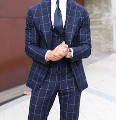 Looking to buy custom suits online? Check out these 5 reputable brands and start building your own suit today! Mens Fashion Blog, Mens Fashion Suits, Mens Suits, Men's Fashion, Marcelo Mello, Suit Combinations, Designer Suits For Men, Mens Attire, Herren Outfit