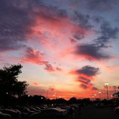 sky, sunset, and clouds Bild Pretty Sky, Beautiful Sunset, Beautiful World, Look At The Sky, Sunset Sky, Sunset Lover, Sunrise Sunrise, Sunset Colors, Sky Aesthetic