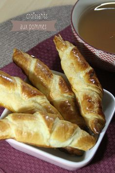 Croissants aux pommes Hot Dog Buns, Hot Dogs, French Toast, Bread, Breakfast, Desserts, Puddings, Food, Charlotte