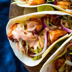 Spicy pan grilled shrimp tacos loaded with a zest honey cilantro lime slaw and topped with a creamy sriracha sauce. These tacos are spicy, sweet, zesty and Baked Fish Tacos, Grilled Shrimp Tacos, Steak And Shrimp Tacos Recipe, Shrimp Burrito, Shrimp Recipes, Mexican Food Recipes, Entree Recipes, Mexican Dishes, Vegetarian Recipes