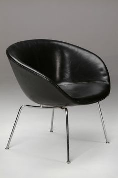 Arne Jacobsen; Chromed Metal and Leather 'Pot' Chair for Fritz Hansen, 1958.