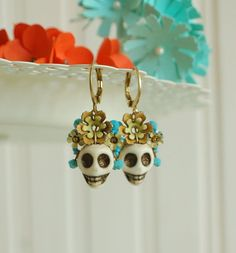 skull earrings day of the dead jewelry dia de los by jewelryvixen. NEED THESE!!!