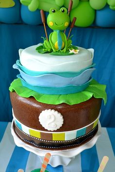 A Frog Birthday Party Cake Unique Cakes, Creative Cakes, Cute Cakes, Yummy Cakes, Frog Birthday Party, Animal Birthday, Cake Birthday, Frog Cakes, Fondant Cakes
