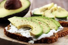 The Mayo Clinic Diet is one of the highest rated diets in the country. Healthy Fats, Healthy Eating, Healthy Recipes, Healthy Life, Tostadas, Avocado Egg, Avocado Toast, Mayo Clinic Diet, Valeur Nutritive