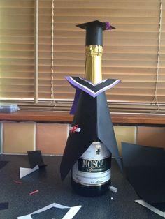 Abschlussflasche vorhanden Graduation bottle available Graduation Crafts, Graduation Food, Graduation Presents, Grad Gifts, Graduation Party Centerpieces, Graduation Decorations, Carnival Crafts, Wine Bottle Covers, Creative Gift Wrapping