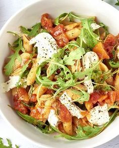 Penne arrabiata met mozzarella en rucola - Penne arrabiata met mozzarella en rucola Penne arrabiata met mozzarella en rucola Penne arrabiata m - Veggie Recipes, Pasta Recipes, Vegetarian Recipes, Dinner Recipes, Healthy Recipes, I Love Food, Good Food, Yummy Food, Penne Arrabiata