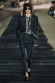 The complete Saint Laurent Spring 2020 Menswear fashion show now on Vogue Runway. Fashion For Men Over 50, Men Fashion Show, Fashion 2020, London Fashion, Daily Fashion, Fashion Suits, High Fashion, Saint Laurent, Positive Quotes For Life Encouragement