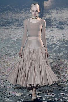See all the Collection photos from Christian Dior Spring/Summer 2019 Ready-To-Wear now on British Vogue Summer Fashion Trends, Fashion Week, Look Fashion, Spring Summer Fashion, Spring Outfits, Runway Fashion, Fashion Outfits, Womens Fashion, Fashion Tips