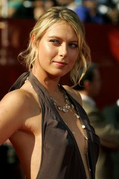 Libera tu energía, PRACTICA DEPORTES!!! Maria Sharapova, and did you know she's a GREAT tennis player.