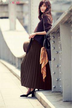 【今日のコーデ/佐藤ありさ】秋コーデをアップデートしたい水曜日は大人顔プリーツスカートで! | ファッション(コーディネート・流行) | DAILY MORE