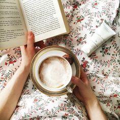 Heute ist einer dieser Tage, wo man von einem kuscheligen Bett, einem guten Buch und einer Tasse duftigen Kaffee träumt, das ganze abgerundet mit einer Wohlfühlportion #Ziaja #Handcreme…. mhhhmm… traumhaft chillig! ☕ Was macht ihr heute am liebsten? _____Bild: @ziaja_international_____ Tableware, Instagram Posts, Wellness, Food, Goat Milk, Good Books, Food Portions, Kaffee, Book