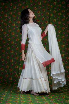 Beautiful Indian Fashion via @topupyourtrip