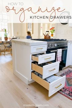 How to organize your kitchen drawers! 3 effective and easy steps to getting your kitchen cabinets and drawers organized and clean. #organizing #kitchenorganizing #organization #cleaning