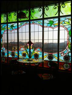 """El Café de Lis. Cafetería del Museo Art Nouveau y Art Déco Casa Lis (Salamanca).  """"Una casa es el lugar donde uno es esperado."""" Antonio Gala"""