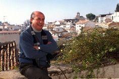 José Heredia Maya. Poeta gitano granadino que defiende a su etnia y expresa sus traumas y esperanzas. http://galefod.blogspot.com.es/2014/02/jose-heredia-maya.html