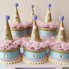 Circo Candy Fofura Nível Máster para o primeiro Aninho da Giovanna! Carnival Party Foods, Carnival Birthday Parties, Circus Birthday, Circus Theme, Diy Party, Party Favors, Paper Craft Work, Circus Party Decorations, Circus Cakes