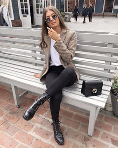 leggings outfit for work business casual fridays Dressy Casual Outfits, Classy Outfits, Stylish Outfits, Cute Outfits, Winter Fashion Outfits, Look Fashion, Women's Classy Fashion Styles, Swag Fashion, Look Legging