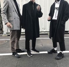 44 Male Fashion Classy to Inspire Your Best Style Dope Fashion, Korean Fashion, Mens Fashion, Fashion Ideas, Streetwear, Wearing All Black, Men Street, Dope Outfits, Well Dressed Men