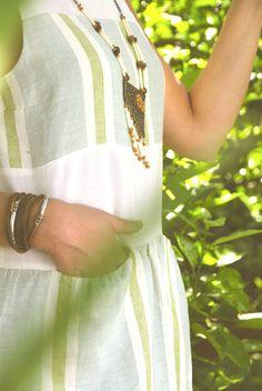 UV005  Tamanho | Size: S/M  Descrição | Description: Vestido com linho branco com barras | Dress with white linen with bars  Composição | Composition: 100% Linho | 100% Linen  Preço | Price: 85€
