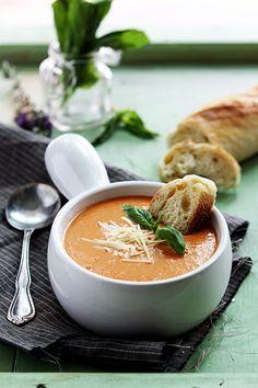 SLOW COOKER TOMATO BASIL PARMESAN SOUP - #Dan330 #soup #foodporn #reciperadar http://livedan330.com/2014/10/12/slow-cooker-tomato-basil-parmesan-soup/