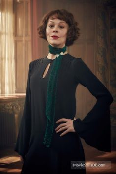 A gallery of Peaky Blinders publicity stills and other photos. Featuring Cillian Murphy, Paul Anderson, Helen McCrory, Joe Cole and others. Peaky Blinders Costume, Peaky Blinders Theme, Peaky Blinders Dress, Peaky Blinders Season, Peaky Blinders Characters, Aunt Polly Peaky Blinders, Grey Fashion, Vintage Fashion, Elizabeth Grey