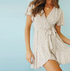 Teen Dresses Casual, Summer Dress Outfits, Cute Summer Dresses, Cute Casual Outfits, Simple Dresses, Cute Dresses, Wrap Dress Outfit, Summer Sundresses, Spring Dresses Casual