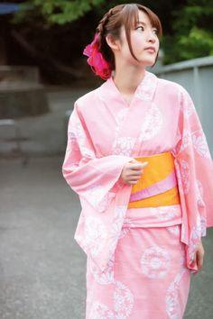 小松未可子 Kimono Japan, Yukata Kimono, Japanese Kimono, Japanese Outfits, Japanese Fashion, Japanese Clothing, Traditional Fashion, Traditional Outfits, Cute Kimonos