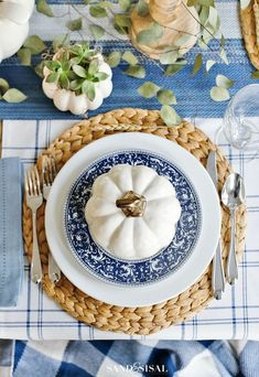 A Blue and White Thanksgiving Table - Sand and Sisal A Blue and White Thanksgiving Table is perfect setting for a relaxed and casual holiday setting. White pumpkin soup bowls add a charming touch to the table. Thanksgiving Table Settings, Thanksgiving Centerpieces, Happy Thanksgiving, Christmas Tablescapes, Christmas Candles, Holiday Tables, Christmas Tree, Deco Table, Sisal