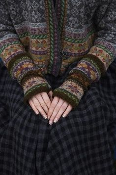 SHETLAND Shetland collection--Marie Wallin History of Knitting Yarn rotating, weaving and sewing jobs such as for instance BC. Tejido Fair Isle, Punto Fair Isle, Motif Fair Isle, Fair Isle Chart, Easy Knitting Projects, Knitting Tutorials, Knitting Ideas, Fair Isles, Beanies