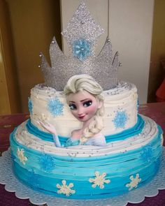 Princess Birthday Cupcakes, Elsa Birthday Cake, Frozen Themed Birthday Cake, Frozen Themed Birthday Party, Disney Frozen Birthday, Frozen Party, Birthday Parties, Bolo Elsa, Pastel Frozen