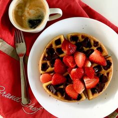Vanilla keto waffles from Diet Doctor with chocolate-butter sauce and strawberries ... and it's breakfast, so coffee for me, od course 😁 / Vanilkové keto waffle z Diet Doctor s čokoládovo-máslovou omáčkou (tu najdete u mně na blogu) a jahodami ... a je to snídaně, takže samozřejmě káva pro mě 😉 Keto Waffle, Chocolate Butter, Butter Sauce, Vanilla, Strawberry, Coffee, Breakfast, Food, Diet