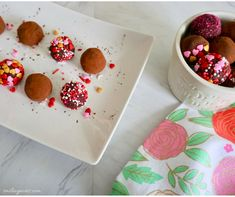 With Valentine's day just around the corner, these no-bake cocoa truffles will surely light up your loved one's day! Truffles, Family Meals, Cocoa, Easy Meals, Baking, Simple, Recipes, Cake Truffles, Bread Making