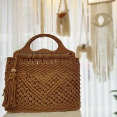 Basic Macrame Knots : Step by Step Guide Macrame Purse, Macrame Knots, Micro Macrame, Macrame Jewelry, Diy Straw, Bag Crochet, Macrame Design, Macrame Patterns, Casual Bags