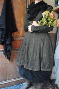 Mlle Sophie : Tunique et jupon en tulle noir, col en laine pour les grands froid...