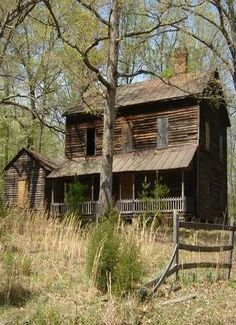Old Abandoned Houses - Bing Images Abandoned Farm Houses, Old Abandoned Buildings, Abandoned Property, Old Farm Houses, Abandoned Mansions, Old Buildings, Abandoned Places, Abandoned Castles, Beautiful Homes