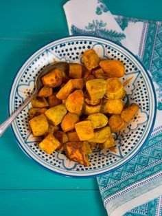 Curry Roasted Sweet Potatoes - Easy, Healthy, Crave-Worthy Vegan Side Dish Spiced With Curry Powder, Cinnamon And Salt. A Great Side Dish For Rosh Hashanah # Vegan Side Dishes, Side Dish Recipes, Vegetable Recipes, Vegetarian Recipes, Healthy Recipes, Dinner Recipes, Kosher Recipes, Cooking Recipes, Kosher Dinners