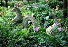 47 Beautiful Garden Art for Kids Ideas - Gartenkunst Amazing Gardens, Beautiful Gardens, Diy Jardin, Dragon Garden, Gothic Garden, Garden Whimsy, Witchy Garden, Enchanted Garden, Garden Ornaments