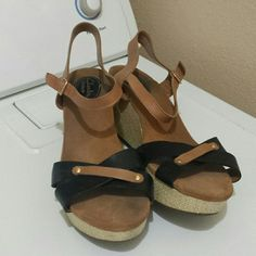 Clarks artisan shoes Size 10w Great condition shoes. Clarks artisan shoes.  Size 10w Clarks Shoes